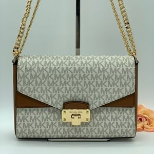 MICHAEL KORS KINSLEY MD SHOULDER FLAP VANILLA